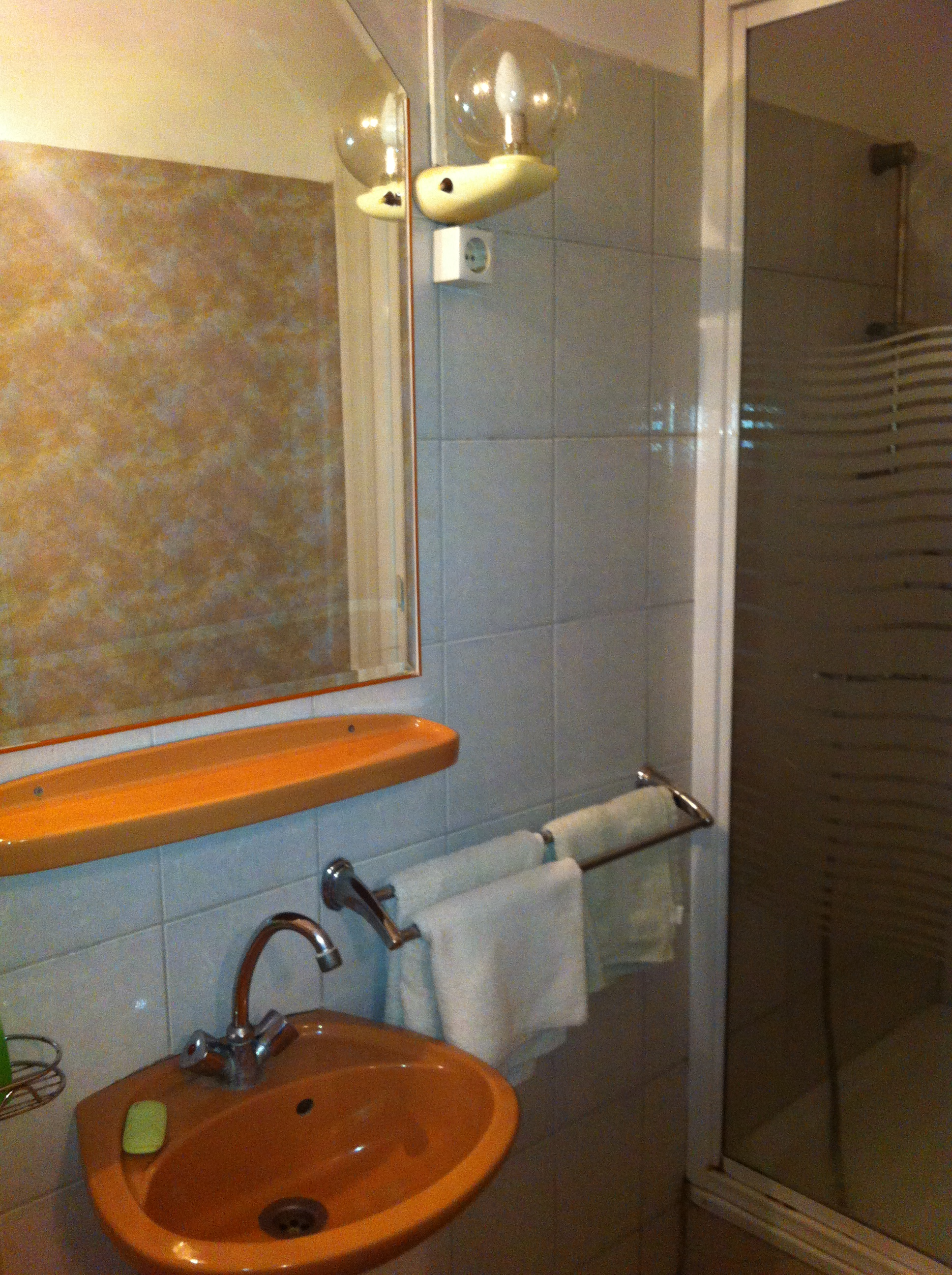 franciaágyas szoba: fürdőszoba